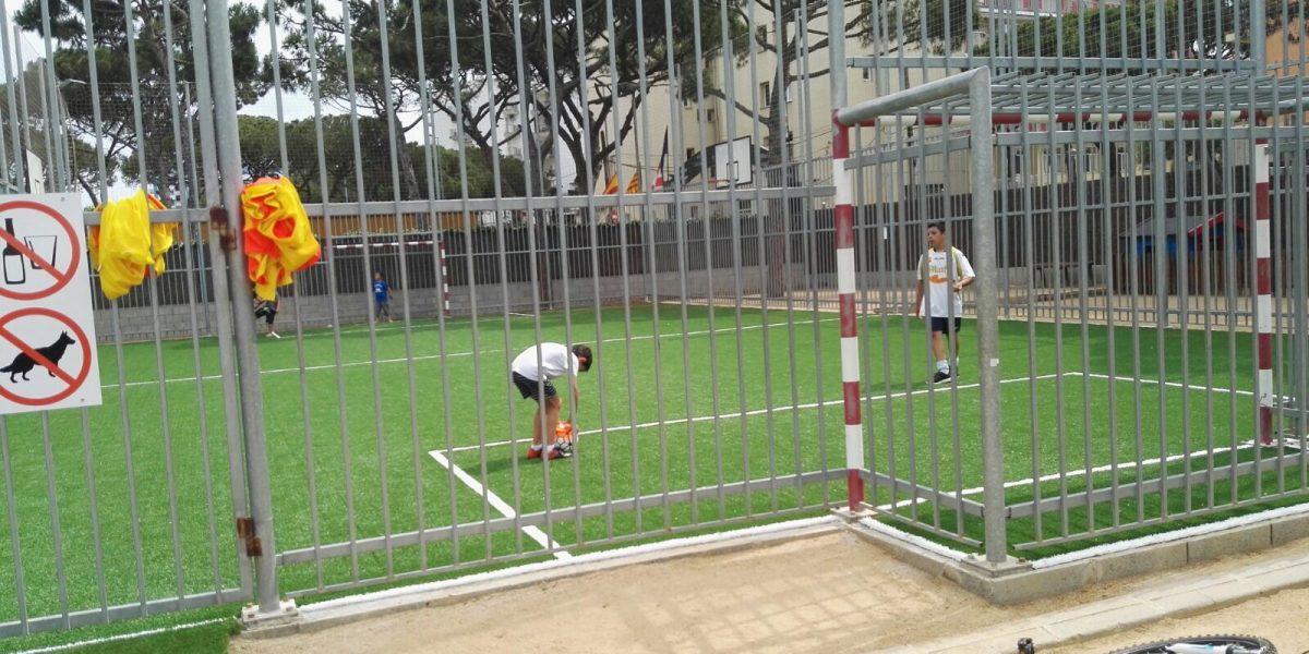 El campo de fútbol/basketball